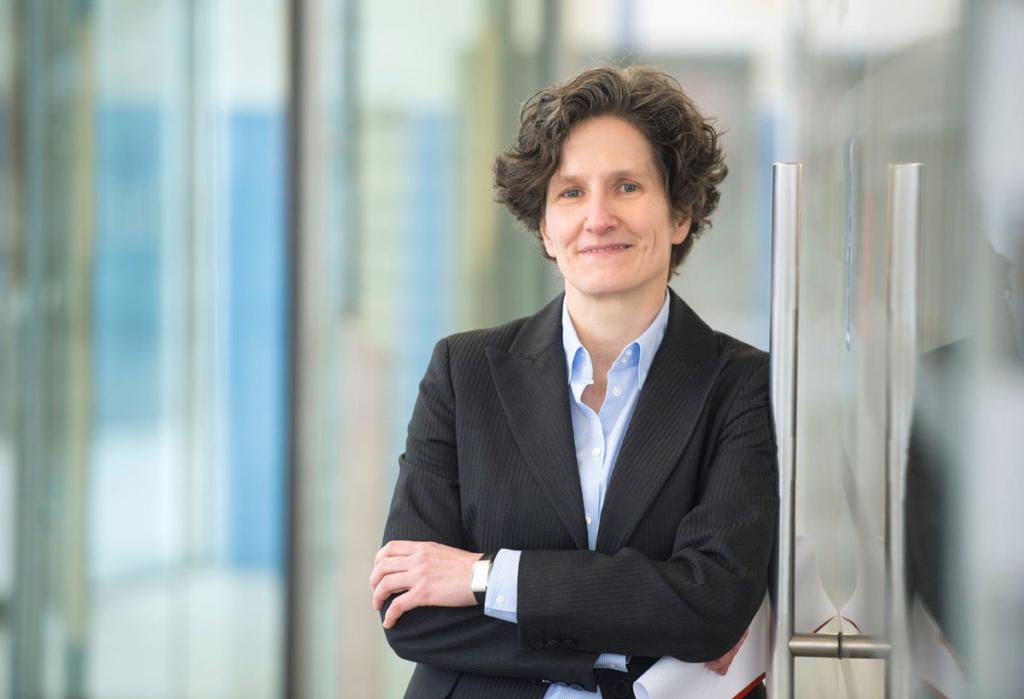"""Dr. Ulrike Neubauer, Vorstandsvorsitzende und CFO bei der Dr. Zwissler Holding, Bei der Dr. Zwissler Holding, hat mit Bissantz den Forderungsmonitor als Teil eines """"Lean Controllings"""" umgesetzt und unterstützt damit den Vertrieb."""